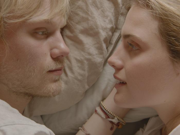 "Jan und Jule 2.0 in ""303"" (©AlamodeFilm)"